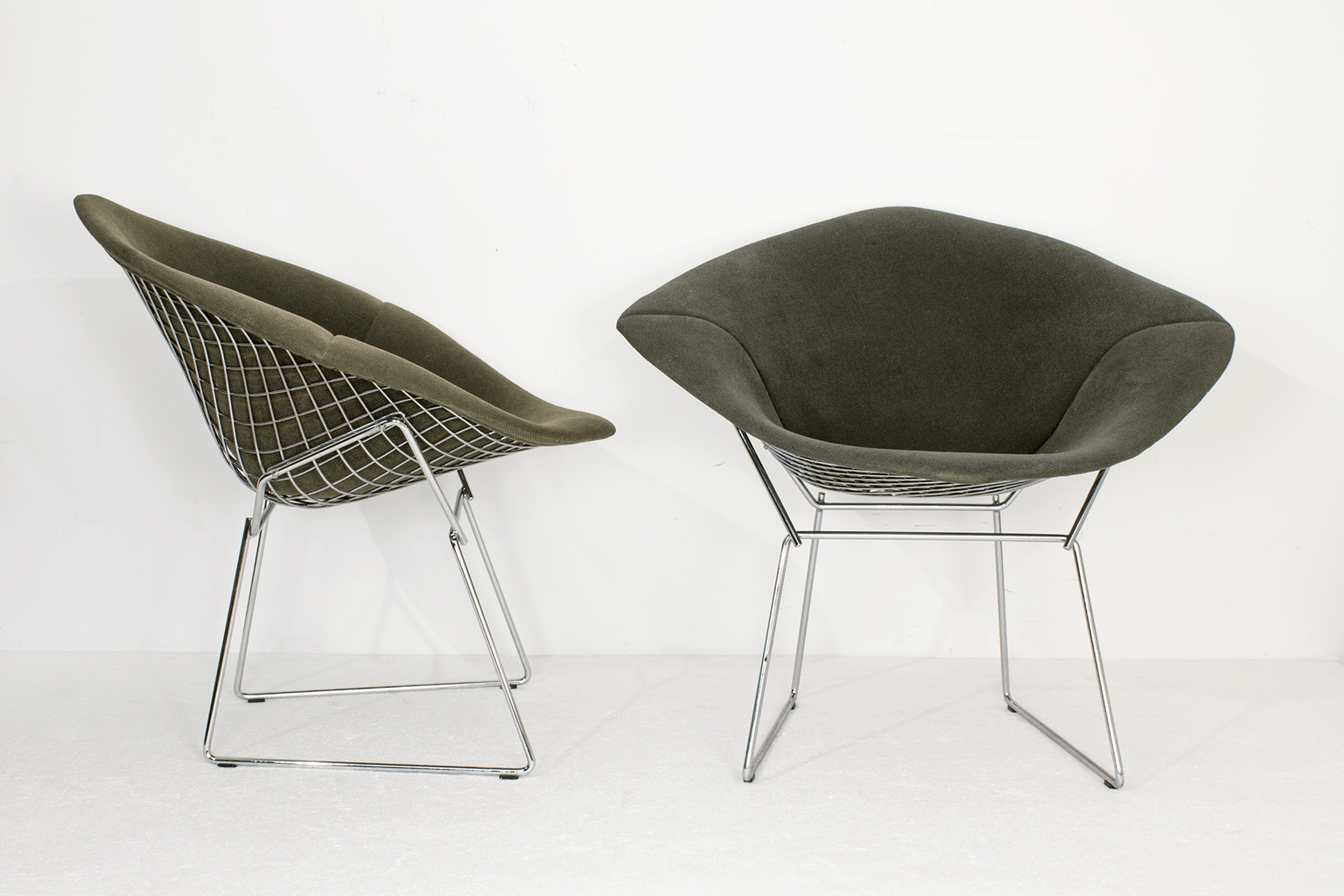 bertoia diamond chairs for knoll. Black Bedroom Furniture Sets. Home Design Ideas