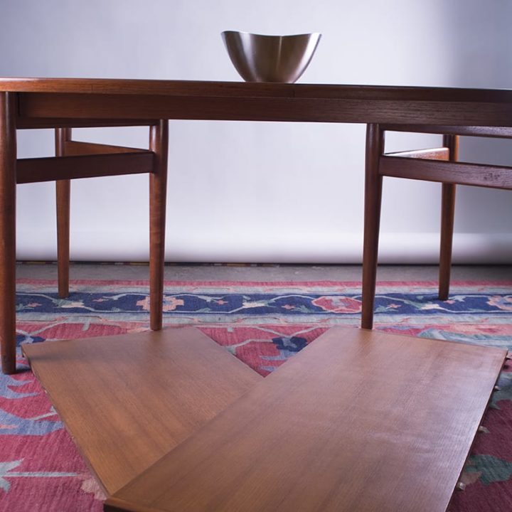 Arne Vodder Dining Table Model 212 by Sibast Møbelfabrik in Denmark